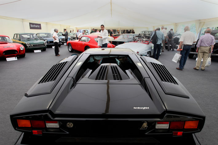 Many interesting images can be taken on the simplest cameras.Lamborghini Countach at auction